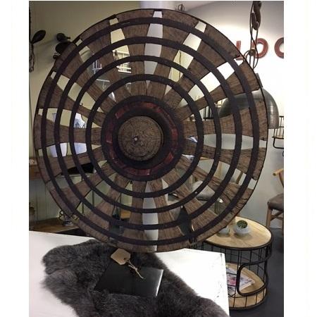 Houten ornament wiel op voet