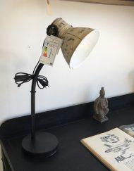 Stoere ijzeren tafellamp wit kap