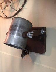 Wandlamp industriele metalen kap