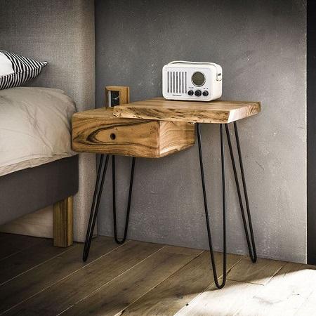 Nachtkastje hout boomstam vorm detail