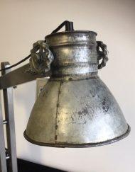 Industriële metalen tafellamp grijs stoer