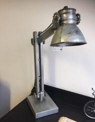 Industriële metalen tafellamp grijs verstelbaar