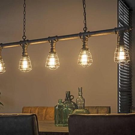 Industriele hanglamp waterleidingbuis eettafel