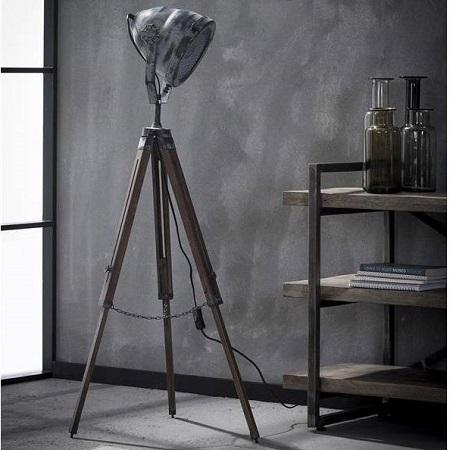 Grijze industriële vloerlamp houten statief stoer