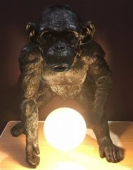 Lamp aap staand zwart tafel