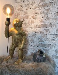 Lamp aap goud
