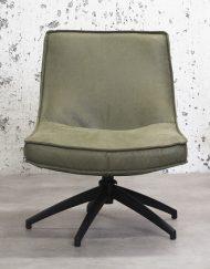 Draaibare fauteuil rustiek groen interieur