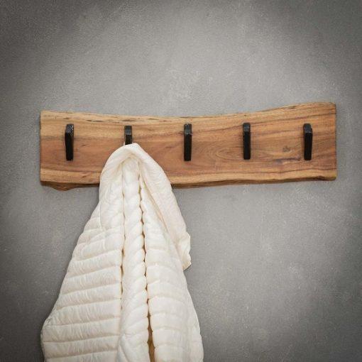 Stoer rustiek houten kapstok interieur