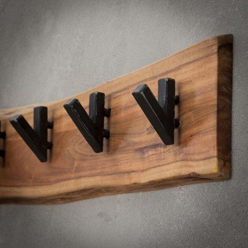 Stoer rustiek houten kapstok sfeer
