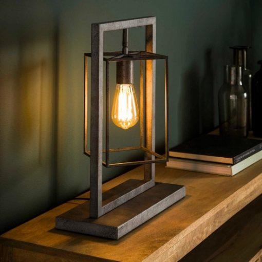 Tafellamp vierkant sfeervol interieur industrieel