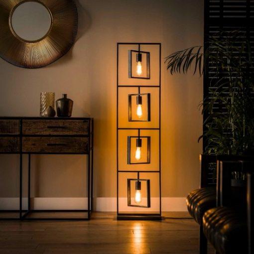 Vloerlamp vierkant vier lichtbronnen metaal