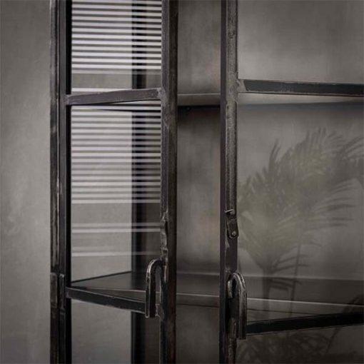 Vitrinekast industrieel metaal glas deuren